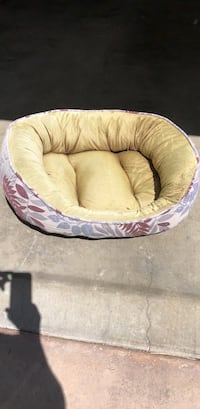 Dog bed Palm Springs, 92262