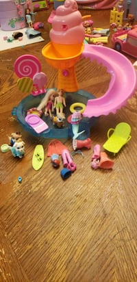 polly pockets playset figures clothes pool etc