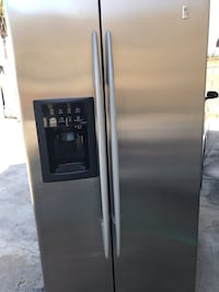 Stainless steel side-by-side refrigerator with dispenser Los Angeles, 90031