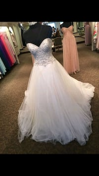 Brand new grime bridalcenter size 8  Calgary, T2A 0J3
