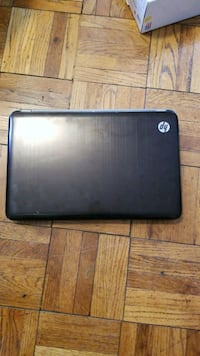 black and gray HP laptop