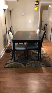Table and 4 chairs very clean  Takoma Park, 20912