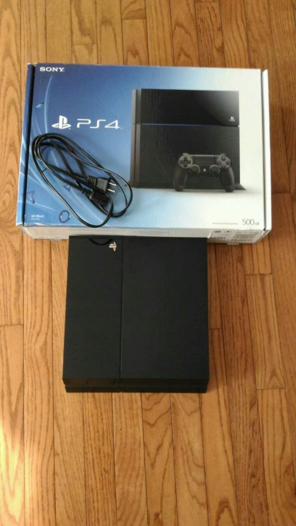 Almost new Ps4 bundle 002d779a-3fed-4e2f-b957-510cd50d43ba