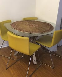 Dining table very good quality + 4chairs Richmond Hill, L4S
