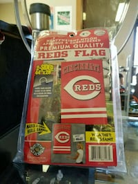 red Cincinnati Reds flag with pack Lima, 45801