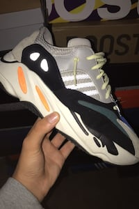 Yeezy700 Wave runner solid Grey size10. Accepting trades Toronto, M6L 1H7