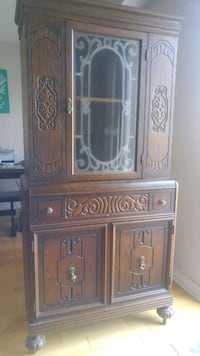 Cabinet Hutch China Cabinet free deliverly Ottawa, K2E 0B1