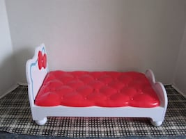 Rare 2013 Sanrio Hello Kitty Toy Plastic Bed by Blip Toys