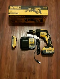 Dewalt cordless hand drill with battery charger Kelowna, V1W 3S9