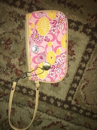 pink and white floral wristlet Akron, 44301
