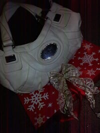 Guess white purse Red Deer, T4N 4K6