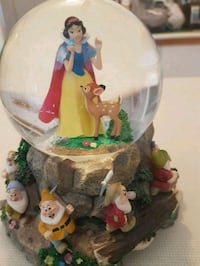 Snow White  collector globe  Whitby, L1N 8X2