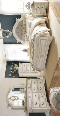 Realyn Chipped White Queen and King Panel Bedroom Set | Houston, 77036