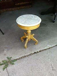 End Table, Antique, Round, By Victorian, EndTable Des Moines, 50317