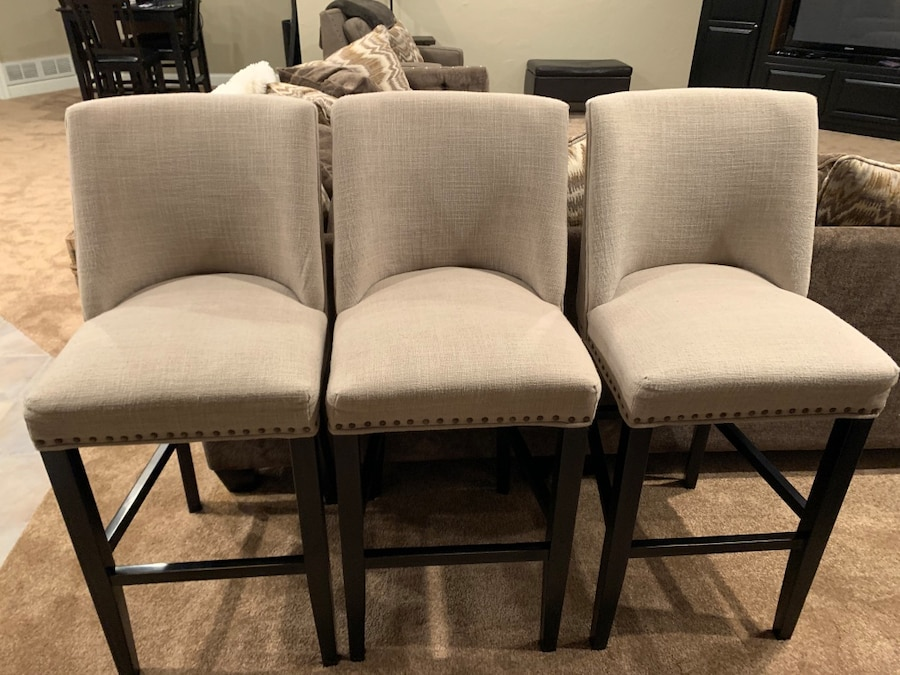 Photo 3 beautiful bar stools from Pier One!! Bar height!