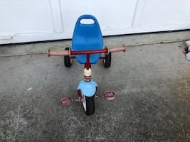 Little radio flyer tricycle