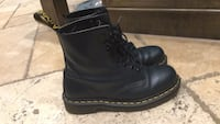 Navy blue doc martins worn once 535 km