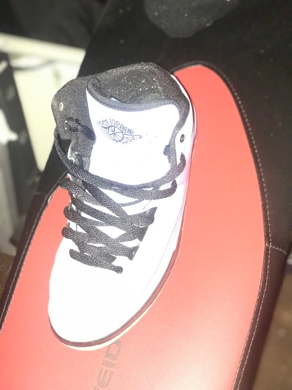 Blue and black Jordan number 2 size 7y worn a coup 93d557fe-8181-4f0f-8f57-658e9dd7e7e0