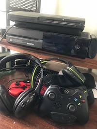 Black xbox one console with 2 controllers & 2k18 madden 18 Call of duty