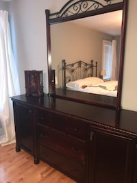 Dresser with mirror and accessories