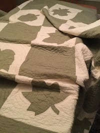 Just in time for fall. Queen quilt leaf motif. Green and white Fairfax, 22032