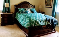 Beautiful Bedroom set, Queen Sleigh bed, two night stands, dresser and mirror. Capitol Heights, 20743