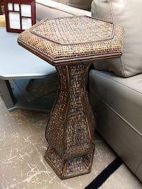 26437 End Table or Plant Stand / Made of Wicker / Octagon Top 60081