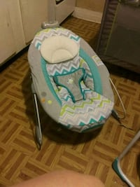 baby's white and gray bouncer Winchester, 40391