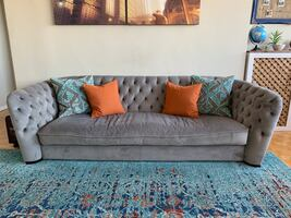 Tufted sofa/couch