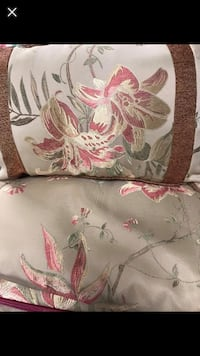 Queen size comforter , 2 pillows,2 shams,2valances never used Hampstead, 21074