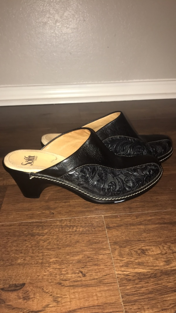 805348b25 Used Women s shoes size 8 for sale in Allen - letgo