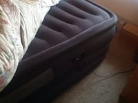 AIR BED QUEEN SIZE INTEX  3month  old  like new moving sale Coquitlam, V3K 6W7