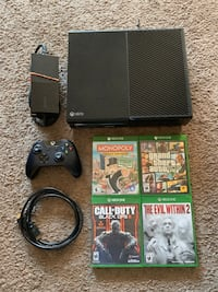 Xbox one console with 4 Games -$340 FIRM! Edmonton, T5R 4K3