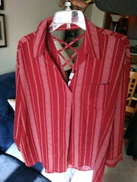 unused red and white strip blouse  Everett, 02149