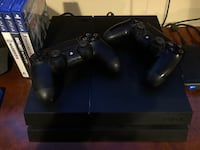 Sony ps4 console with two controllers New York, 10310
