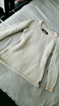 Size S Brand NEW ROOTS Sweater