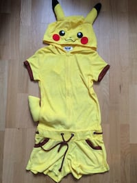 POKEMON PIKACHU costume パリ, 75011