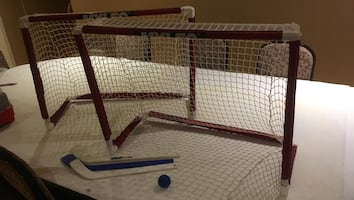Kids hockey nets and 3 sticks, to play on the ground