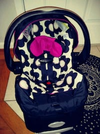 black and white and pink carseat Alexandria, 22306