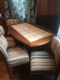 Dinning room table and chairs Arlington