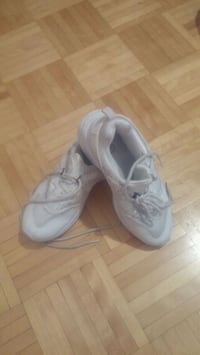 pair of gray Nike running shoes Montréal, H3T 1Y4