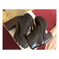 Size:8 Pair of burgundy boots Montreal, H2G
