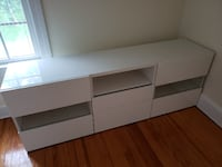 White drawers.  The ones that looks empty actually have glass covers Woodbury