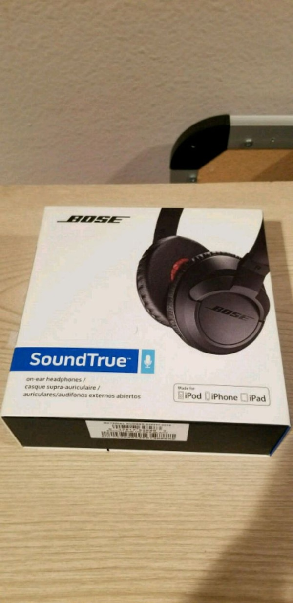 Bose Headphones - NOT BLUETOOTH!!!! 1db26e52-6c5a-4487-bce4-f4b90d7e7c15