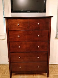Nice big chest dresser/TV stand in very good condi Annandale, 22003