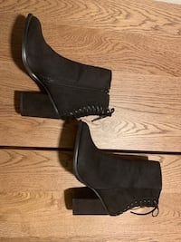 Le chateau ankle booties; like new! $20 obo Port Coquitlam, V3C 1V2
