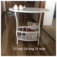 Perfect little side,end table,freshly painted antique white  London, N5Y 5G3