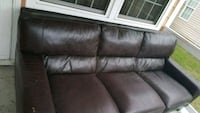 Leather couch in great condition Norfolk, 23504