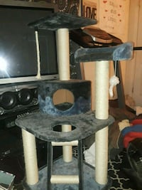 Cat tower almost brand new great condition
