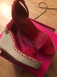 New, never worn red espadrilles size 8.5 Crofton, 21114